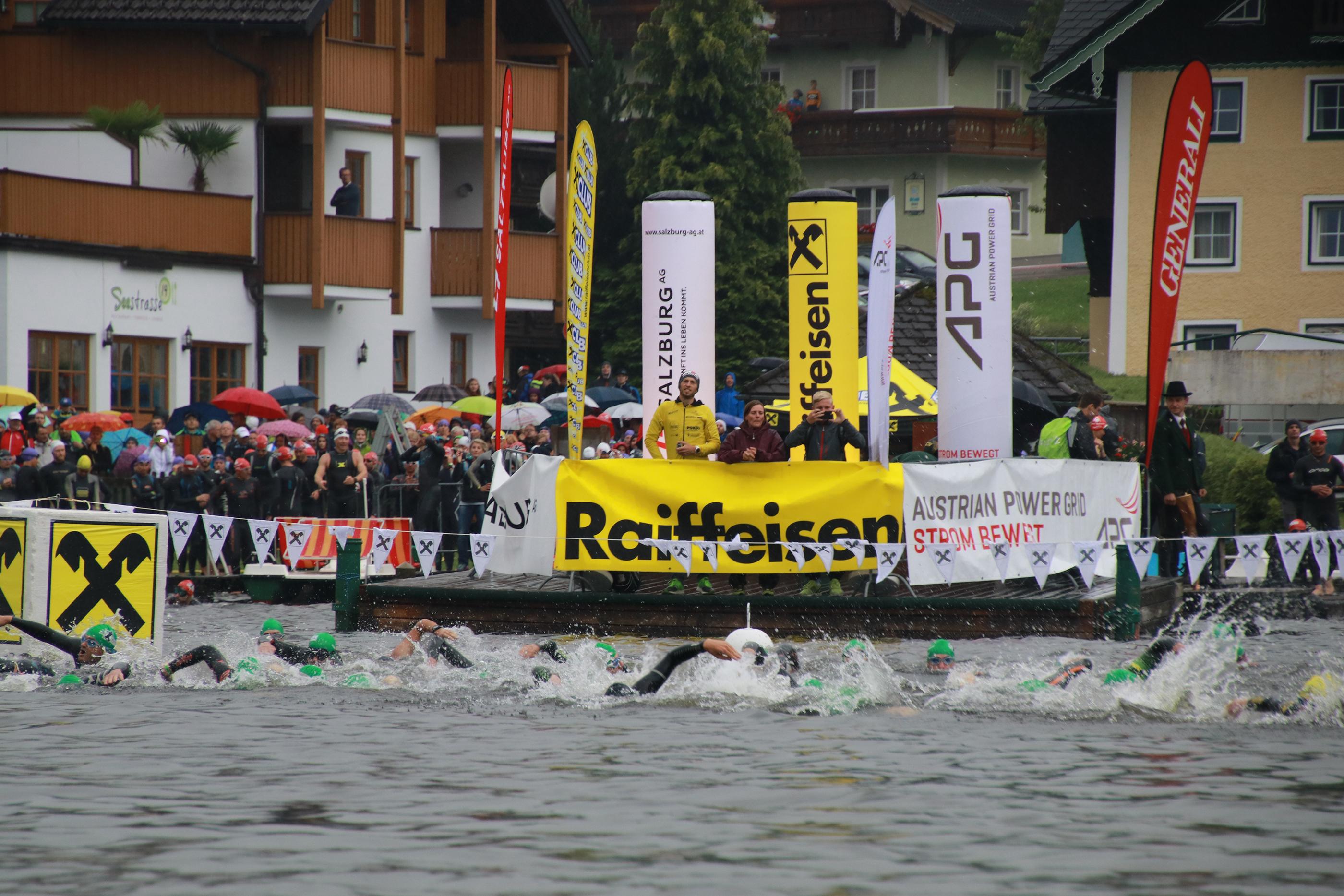 Schwimmer im Obertrumer See